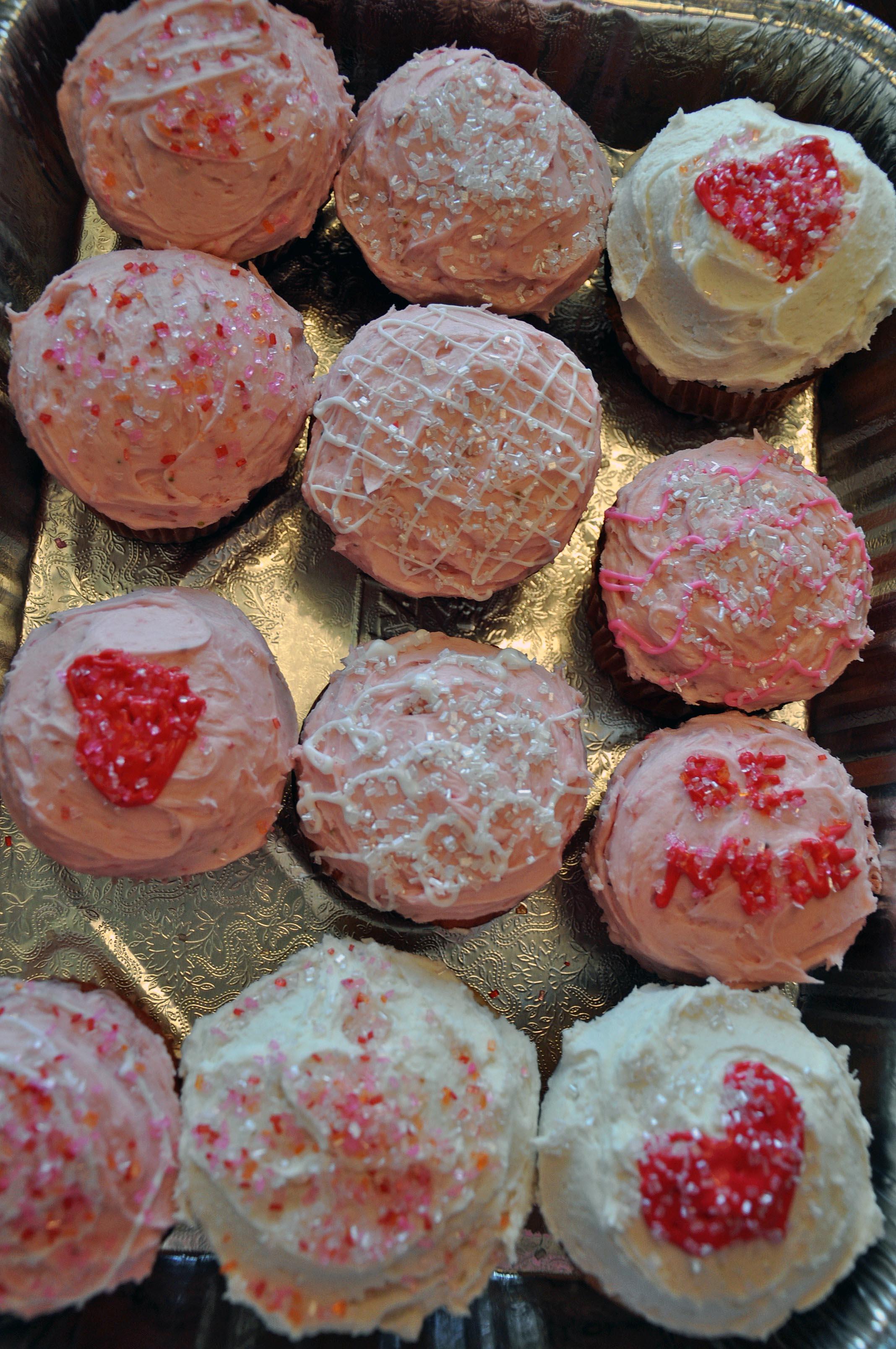 valentines-cupcakes-tray