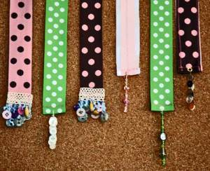 bookmarks-on-corkboard
