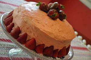 decorated-strawberry-cake-2