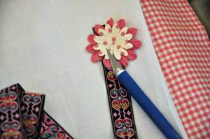 making-paper-flower-bookmar